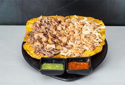 Tostón con Carne, Pollo y Chicharrón