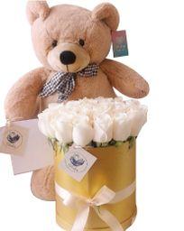 Caja cilindrica dorada con rosas blancas con osito arquipe