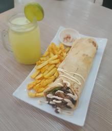 Shawarma tradicional con papas a la francesa + limonada