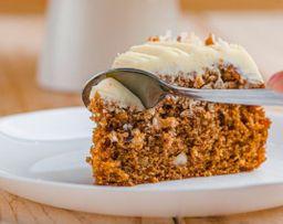 Porción Torta de Zanahoria