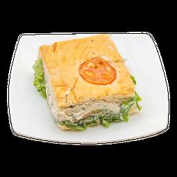 Medio Sándwich de Pollo + Jugo Hit