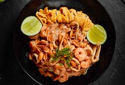 Pad Thai Camarón y Calamar