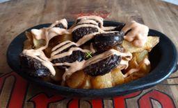 Patatas con Morcilla y salsa Brava