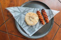 Arepa con Queso y Salchichas