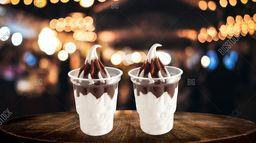2 Sundae de chocolate.