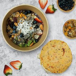 Bowl de Acai + Arepa de Quinoa
