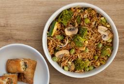 Arroz chino con vegetales y lumpias
