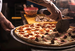 Pizza Mediana + Vino 187ml