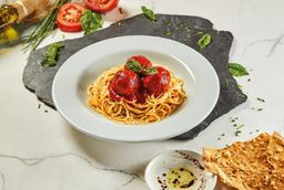 espagueti albóndigas