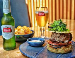 Asado de Tira Moshi Burger + Stella Artois