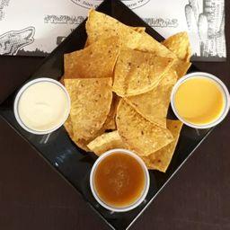 Nacho Chips con Salsas