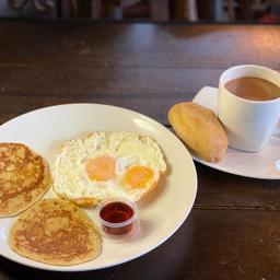 Combo Panqueques Con Huevos Fritos