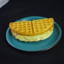2 Waffles con Mozzarella y Aguapanela