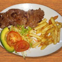 Carne con papitas y ensalada