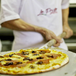 Pizza de Jamón Serrano y Dátiles