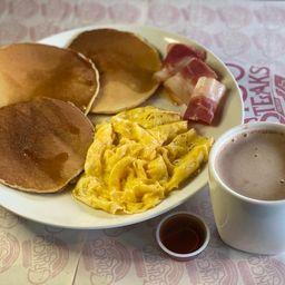 Pancakes Tocineta Y Huevos