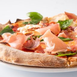Pizza Crudo y Burrata Familiar