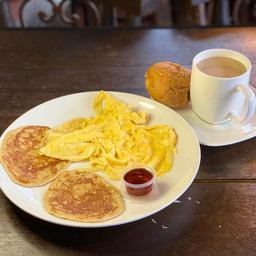 Panqueques Huevos Revueltos Y Café