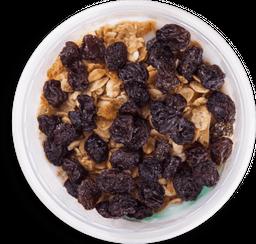 Yogurt con Granola y Uvas Pasas
