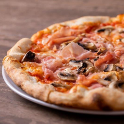 Pizza Jamon y Champiñon