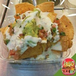 Nacho Chips con Guacamole y Salsas