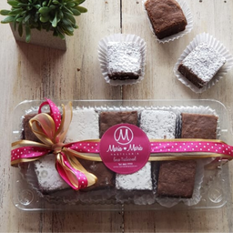 Caja de mini brownies.