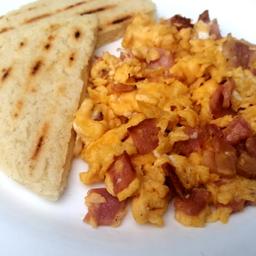Huevos con Tocineta