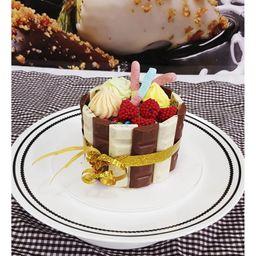 Torta de Chocolatinas y Dulces