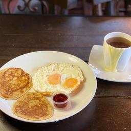 Panqueques Con Huevos Fritos