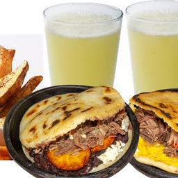 1 arepa pabellón, 1 arepa Pelua, 1 papas cascos + 2 limonadas