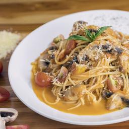 Spaghettis Con Champiñones.