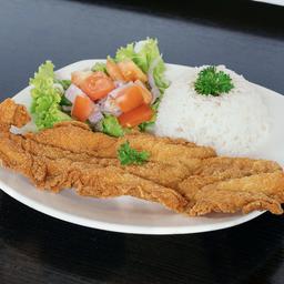 Sancocho con chuleta de pescado
