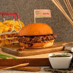 Sándwich de cerdo desmechado BBQ
