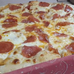 Pizza pepperoni mediana
