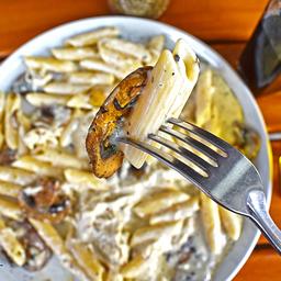 Pasta Pollo con Champiñones