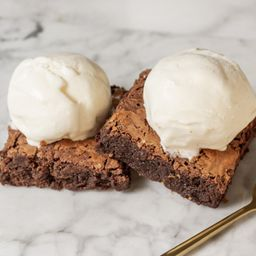 2 brownies 2 helados