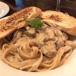 Pasta Alfredo Pollo y Champiñones