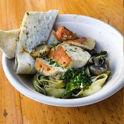 Bowl de Pechuga y Tallarines al Pesto