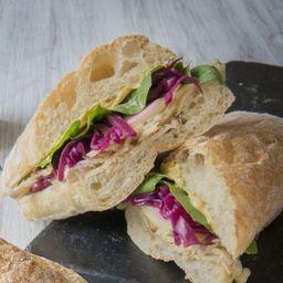 Sándwich de Pollo Asado y Manzanas