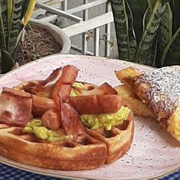 Waffle de Salchicha y Tocineta
