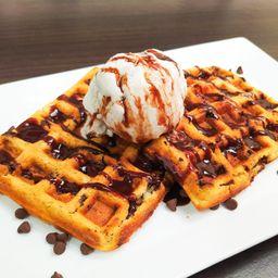Waffle con Chispas de Chocolate y Helado
