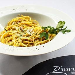 Spaghetti con Carciofi E Prosciutto