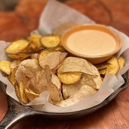 Papa Chips con Salsa de Rocoto