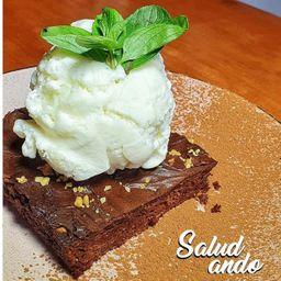 Brownie Proteico con Helado