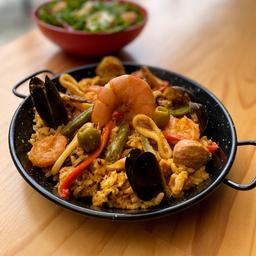 Paella con frutos del mar mediterráneo (para cuatro personas)