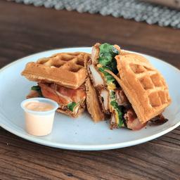 Chicken Waffle Sándwich