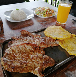 Filete de Cerdo + Patacón + Ensalada + Arroz