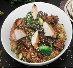 Khao Pad Pollo y Lomo + Galleta de brownie