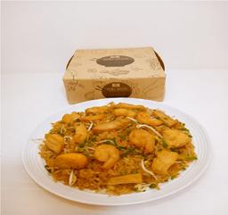 Arroz chino con pollo y camaron