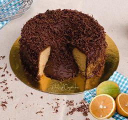 Torta de naranja  con centro de chocolate 25-28 porciones